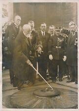 PARIS c. 1930 - Paul Doumer ranime la Flamme Arc de Triomphe  - PRM 609