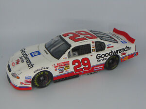 ACTION 2001 KEVIN HARVICK #29 CHEVY GM GOODWRENCH SERVCE PLUS NASCAR 1:18