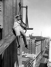 Harold Lloyd UNSIGNED photo - D2358 - Feet First