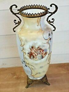 Vase ancien - Décor aux puttis / angelots - Monture bronze style Louis XV - XIXe