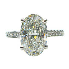 Engagement Oval and Round Shape 18k White Gold Diamond Ring 2.10 Carat