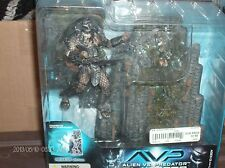 Alien Vs Predator Predator with base Mcfarlane toys