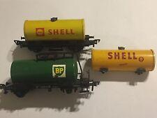 2.4 x Fleischmann HO GAUGE MODEL RAILWAY TANKER TANK WAGONS BP DB581464 + SHELL