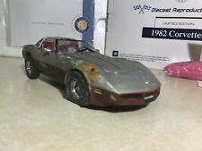 1/24 Franklin Mint Weathered 1982 Corvette Silver & Red B11D998