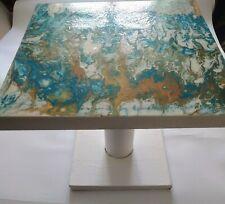 Table basse artisanale en carton effet marbre blanc turquoise bronze