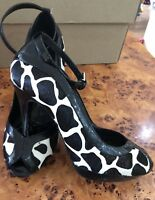 SIZE 6 EU 39 COWHIDE AND PATENT LEATHER DESIGNER KAREN MILLEN COURTS ANKLE STRAP