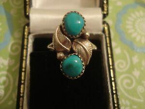 Beautiful Vintage Native American: Turquoise Gemstones Set Sterling Silver Ring