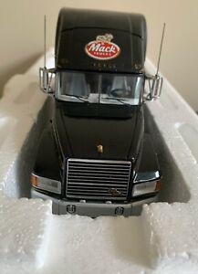 NEW Franklin Mint 1993 Mack Elite CL 613 Truck Tractor Cab 1:32 B11WF35