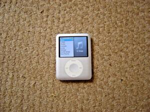 Apple iPod 3rd gen 4gb working but has faulty lock switch
