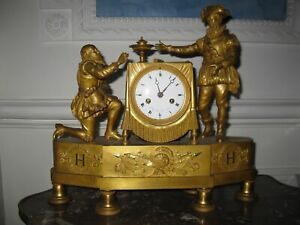 Magnifique pendule Empire en bronze doré à l 'Henri 4  Modèle du musée de Pau