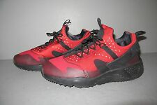 NIKE AIR HUARACHE UTILITY Size 10.5 Black Red Cold Weather Shoe