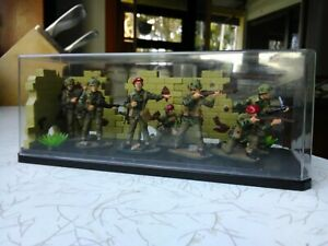 Soldier figures,British Paratroopers,By Airfix,1:32 Scale