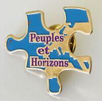 Peuples et Horizons Puzzle Piece Souvenir Pin Badge Vintage Advertising (J6)