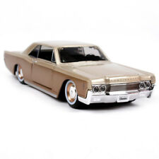 Maisto 1:26 1966 Lincoln Continental Diecast Model Racing Car Vehicle NEW IN BOX