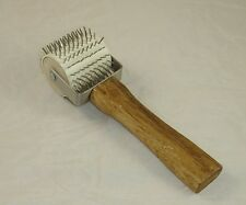 UNCAPPING ROLLER (WOOD/METAL) - HONEY EXTRACTION - BEEKEEPING - BEE HIVE - WAX