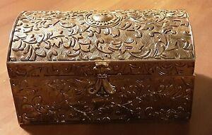 VINTAGE ORNATE SILVER PLATED TRINKET BOX - RED FELT LINING