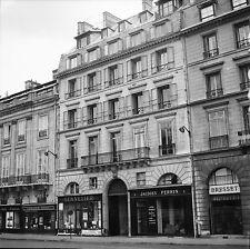 """PARIS c. 1960 - Immeuble Commerces """" 3 Quai Voltaire"""" - Négatif 6 x 6 - N6 P109"""