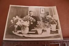 tolles altes Foto - Mann Geburtstag ?? Jubiläum ?? viele Blumen 30-40er Jahre ?