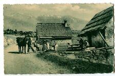 CPA 05 Hautes-Alpes Route des Alpes au Quartier de Beuil animé