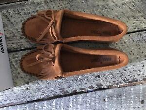 minnetonka women's kilty brown size 7