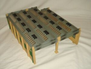 Hornby Dublo ENGINE SHED 4-Bay with corner modification - Good condition