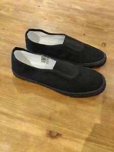 Childrens Size 4 Black Plimsolls Daps
