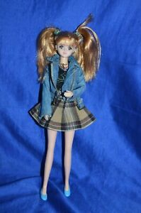 Takara Jenny Doll From Street Fashion Collection Made in China  Height: 28 cm