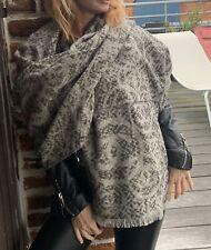Sublime Chale  Chanel Neuf 100 % Cachemire Neuf