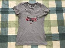 NIKE WE RUN 2013 Dont Stop Dont Yield Women 10K Marathon Tshirt TEE Gray Wings S