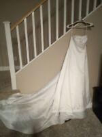OLEG CASSINI WEDDING GOWN / DRESS--SIZE 4--STRAPLESS SATIN--FREE SHIP--NEW