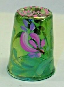 A  GREEN GLASS HAND PAINTED FLOWER THIMBLE WITH AN INDENT ON TOP 2