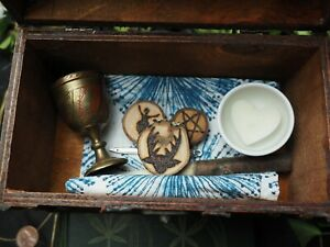 Witches Travel Altar Set in Wooden Chest - Wand, Athame, Chalice, Pentagram