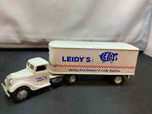 Ertl Leidy's Pork Tractor Truck With Trailer Diecast Coin Bank