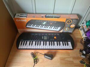 Casio SA-76 Mini Keyboard Electronic + Power Adapter. 44 keys BOXED