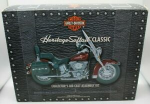 Harley Davidson Heritage Softail Classic Collector's Die-Cast Assembly Kit MInt