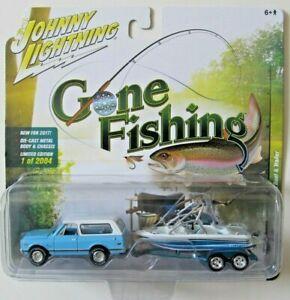 JOHNNY LIGHTNING GONE FISHING S2 1969 CHEVROLET BLAZER BOAT & TRAILER B 1/2,004