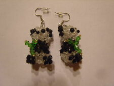 Ohrring aus aufgefäldelten bunten Kunststoff Perlen in Pandabär Panda Form 1304