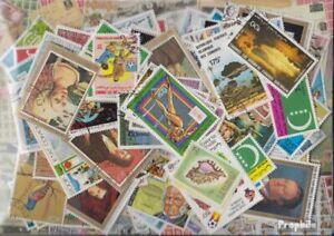 comores Timbres 500 différents timbres