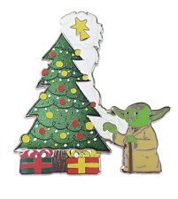 Disney Parks Star Wars Yoda Christmas Holiday Pin New with Card