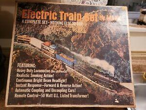 Vintage 1950s Marx Electric Train Set #52875 with Die-Cast 666 Engine