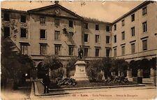CPA Lyon-Ecole Vétérinaire, Statue de Bourgelat (427148)