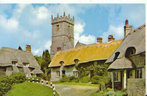 Isle of Wight Postcard - Church and Old Cottages - Godshill - Ref TZ5969
