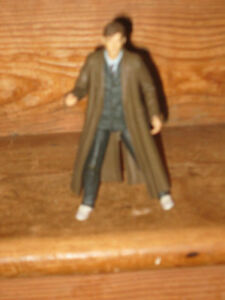 BBC 10TH DR WHO DAVID TENNANT 2004 POSEABLE PLAYFIGURE IN HIS BROWN COAT ADD OTH