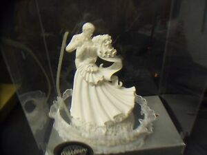 """CAKE TOPPER WILTON BRIDE / GROOM DANCING  7 1/2 X 7"""" APPROX  WHITE"""
