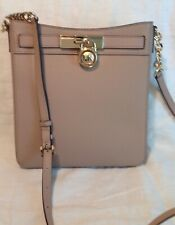 NWT Michael Kors Hamilton Ladies Medium Leather Messenger Fawn Gold Crossbody