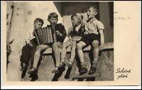 Echtfoto-AK um 1930 Kinder singen / spielen Instrument, Postkarte Ansichtskarte