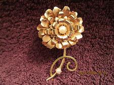 Vintage Gold Tone w/ Faux Pearl Flower Pin / Brooch Retro Wonderful