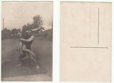Giovane Ringer, forza SPORT, sporty volte culturismo in Touch RPPC c.1915 GAY INT