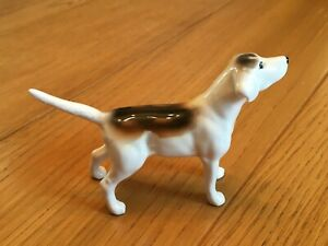 BESWICK FOX HOUND DOG SNIFFING THE AIR. TAIL STRAIGHT
