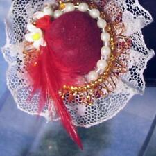 DOLLHOUSE Fancy Red Hat 1.759/5 Reutter on Mannequin Stand Miniature